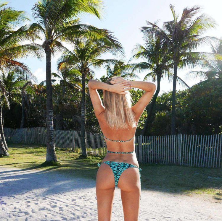Kimberley Garner Looks Awesome In Her New Bikini Photoshoot