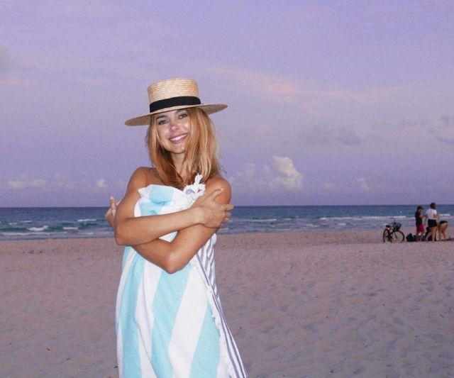 Stylish Kimberley Garner's Blue Swimsuit Photoshoot